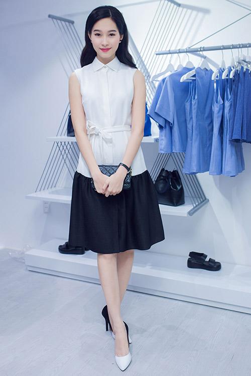 HH Thu Thảo ngọt lịm với váy sơ mi trắng