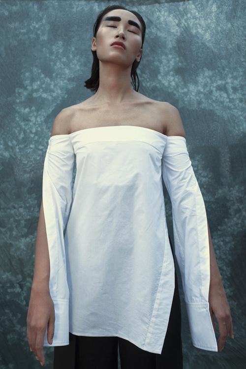 Muôn kiểu áo sơ mi trắng ngắm là muốn mua của Trang Khiếu