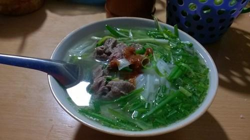 Xếp hàng ăn 'phở chảnh' giá 15k ngay trung tâm Hà Thành