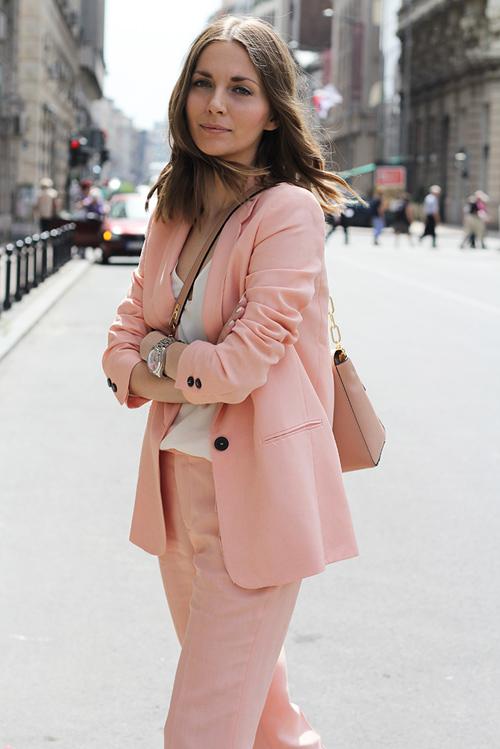 Bí kíp mặc màu hồng đẹp mà không sến cho nữ công sở