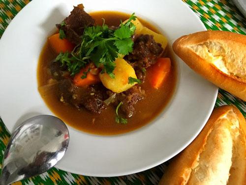 Cách nấu món bò sốt vang thơm nức cho ngày cuối tuần