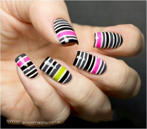 13 mẫu móng tay nail kẻ sọc cho nàng cá tính ấn tượng