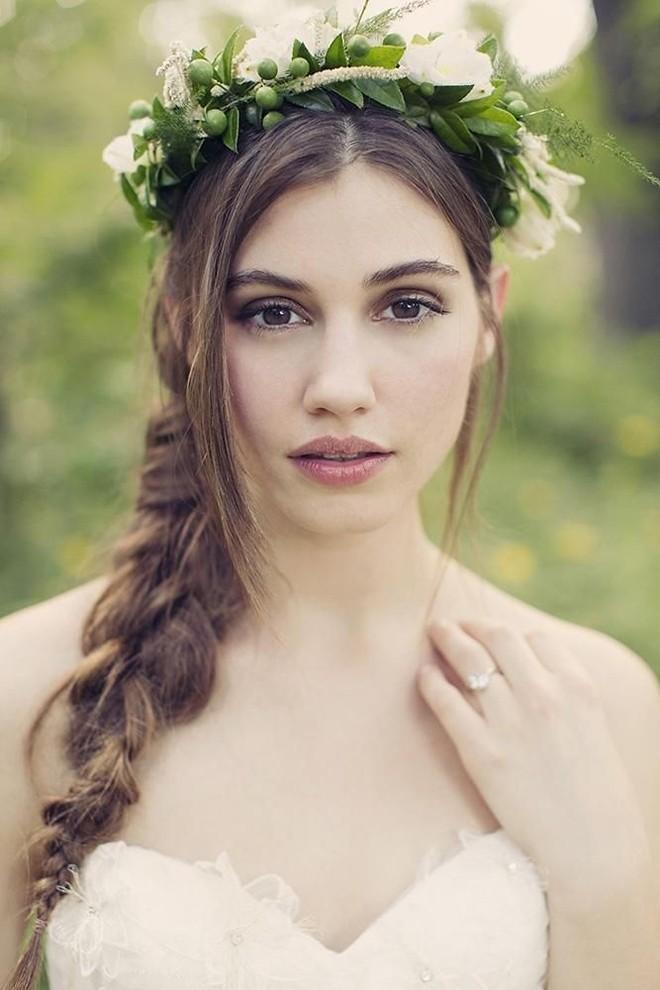 6 kiểu tóc buông dài đẹp duyên dáng nữ tính cho cô dâu ngày cưới
