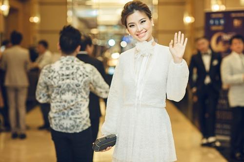 Á hậu Diễm Trang tắm sữa chua để da như em bé