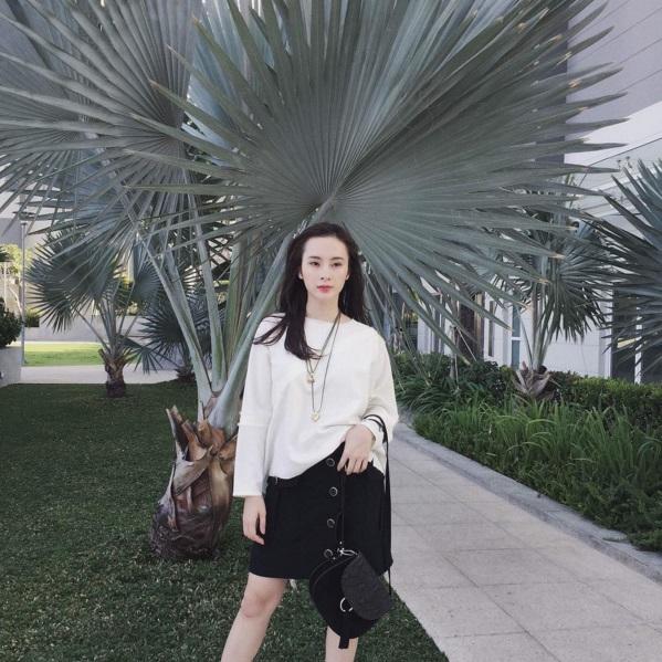 Angela Phương Trinh vẫn sành điệu với túi xách trăm ngàn