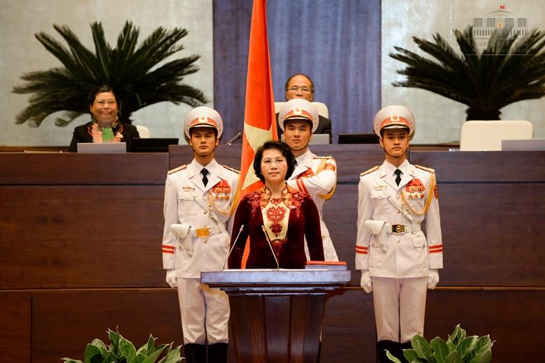 Áo dài đẹp mắt của Chủ tịch QH Nguyễn Thị Kim Ngân