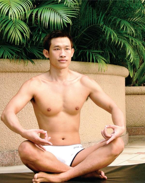 Bài tập yoga lấy lại phong độ cho quý ông bằng các tư thế đơn giản nhất