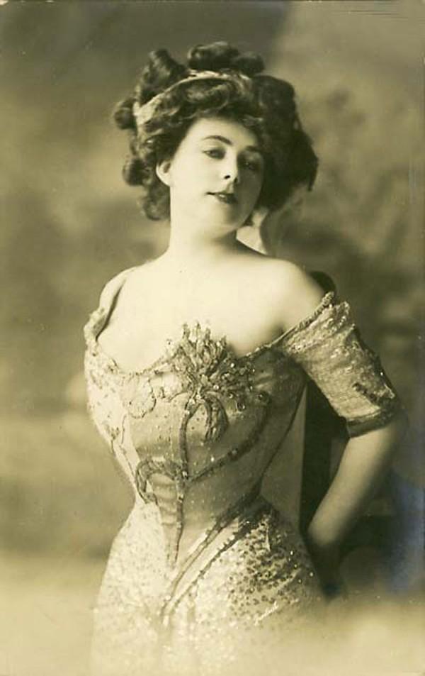 Cách làm đẹp lông mày của phụ nữ xưa có khác gì thời nay?