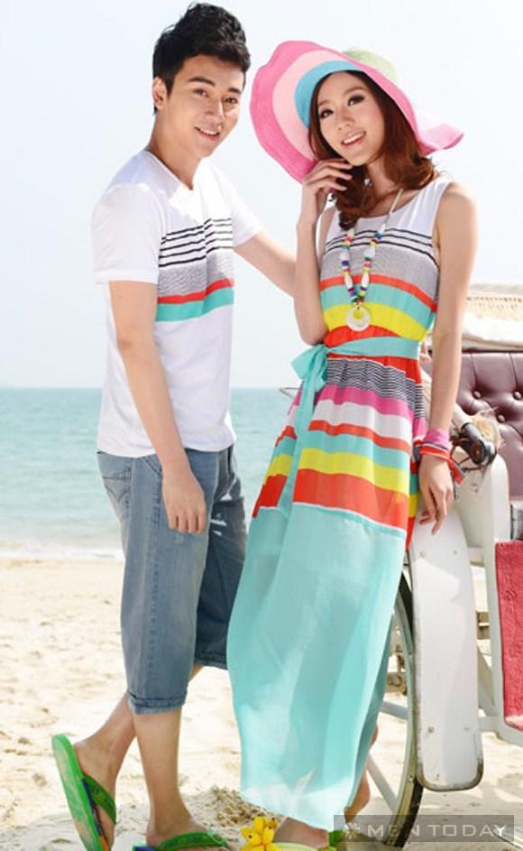 Cặp đôi lãng mạn với đồ đôi đi biển màu sắc sặc sỡ