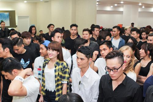 """""""Chân dài"""" Hà Nội rủ nhau đi casting"""