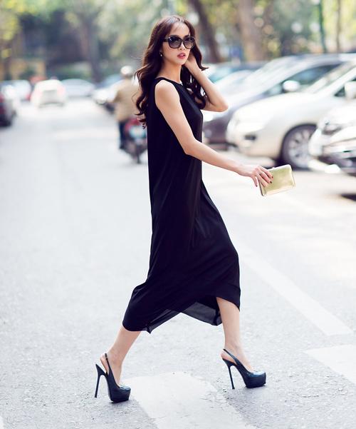 Chọn váy maxi đen che bụng mỡ hiệu quả cho chị em