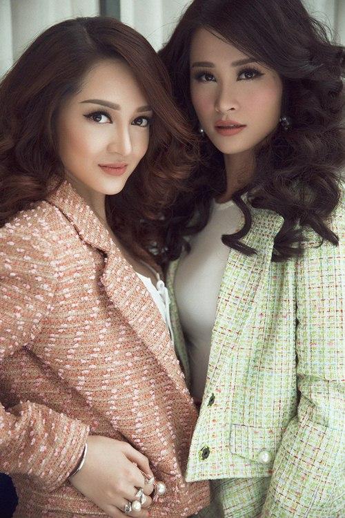 Đông Nhi, Bảo Anh diện trang phục song sinh đầy cá tính