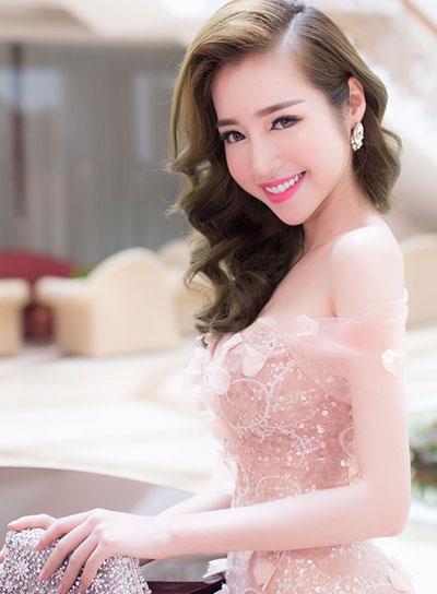 Elly Trần trang điểm đẹp với tông hồng