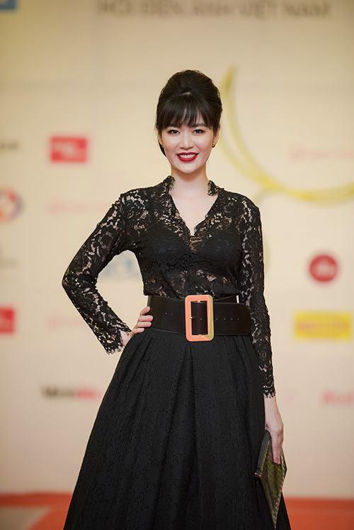 Hoa hậu Thu Thủy mất điểm vì váy xấu