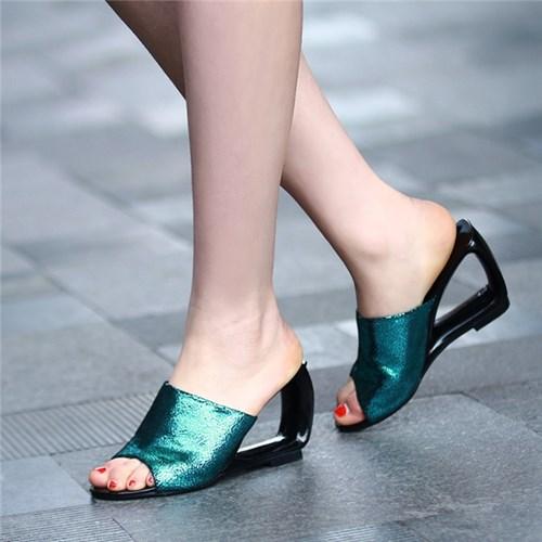 Kiểu sandal các cô gái cần phải sắm ngay cho mùa hè này