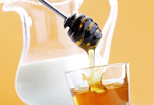 Làm đẹp bằng mật ong với sữa tươi tinh dầu ôliu để có làn da trắng hồng đẹp