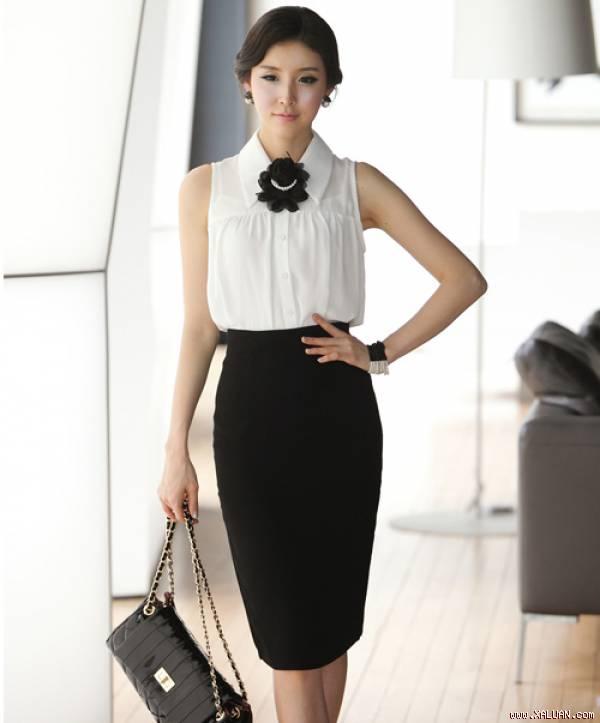 Mix sơ mi trắng với chân váy đen sành điệu cho nàng