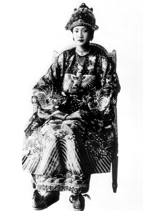 Nam Phương và Trần Lệ Xuân là hai huyền thoại thời trang bất tử của Việt Nam