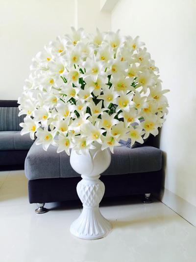 Ngắm bình hoa tuyệt đẹp từ 200 bông loa kèn