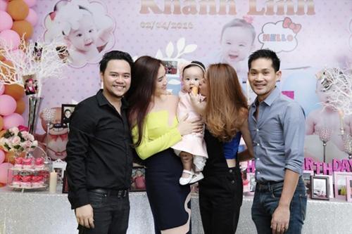 Ngân Khánh được chồng tháp tùng đi dự sinh nhật