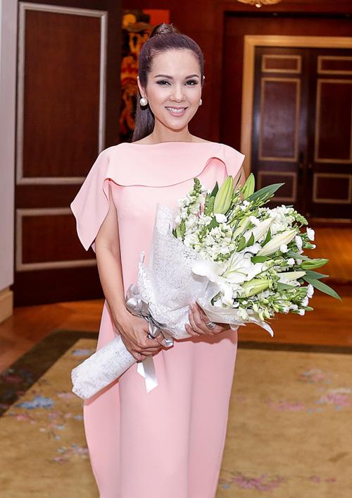 Nhan sắc quên tuổi của Hoa hậu Kiều Khanh