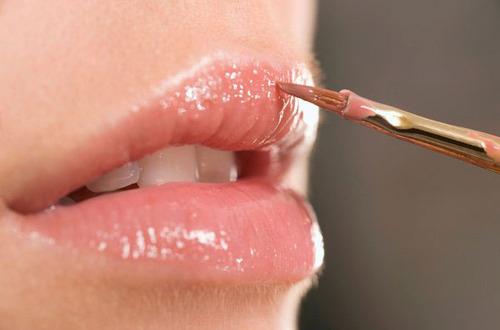 Những lỗi nhỏ khi dùng son môi mà bạn gái rất hay mắc phải