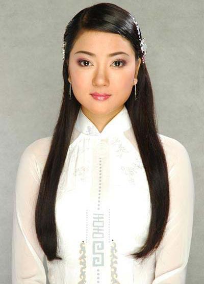 Phong cách trang điểm của các hoa hậu Việt ngày mới đăng quang