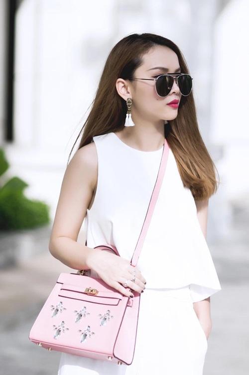 """Sao Việt phát """"cuồng"""" vì hoa tai tua rua thời trang"""
