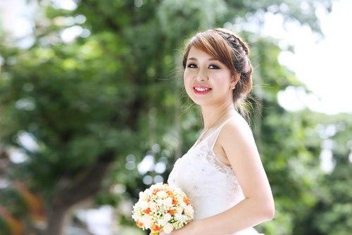 Tóc tết cô dâu trong ngày cưới cho nàng mặt tròn