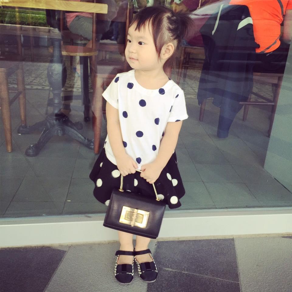 Tuyển tập váy yêu không thể tả của con gái Lý Hải - Minh Hà