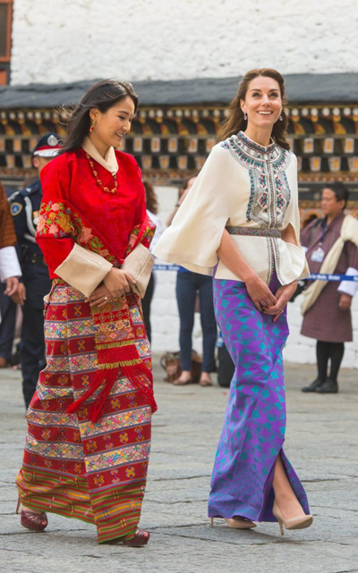 Váy thăm Bhutan của Kate Middleton giá hơn 1.500 USD