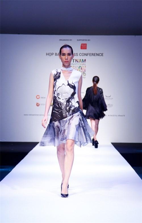 Vì sao thời trang Việt Nam vẫn chưa hòa hợp với thế giới?