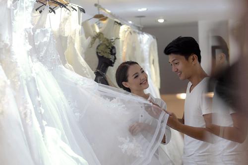 Áo cưới bồng bềnh như mây của Linh Phi