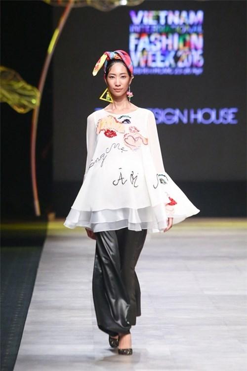 Bà bầu đi catwalk xu hướng làng thời trang Việt?