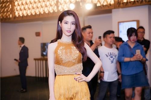 Diện váy tua rua đẹp rạng người như mỹ nhân Việt