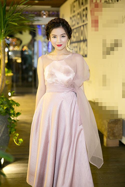 Diễn viên MC Hạ Anh xinh như công chúa dự dạ tiệc
