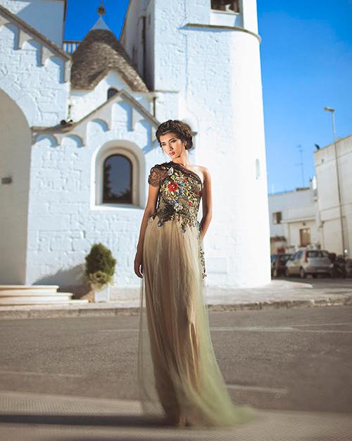 Kim Tuyến diện váy cưới, mơ màng giữa ngôi làng cổ Ý