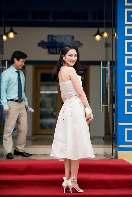 Nguyễn Thị Huyền đẹp mặn mà, quý phái đi sự kiện