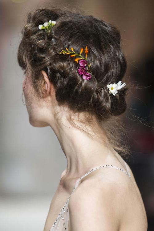 Những mẫu tóc đẹp cho cô dâu mùa cưới