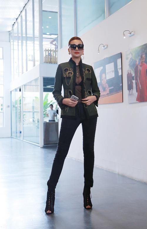 Siêu mẫu Thanh Hằng diện trang phục xuyên thấu đẹp không thể chê