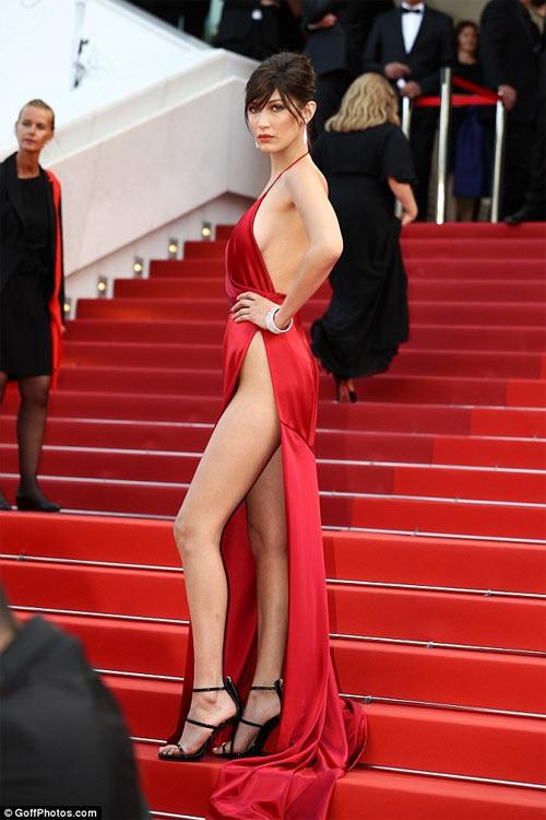 3 kiểu váy táo bạo nhất 'hủy diệt' tất cả trên thảm đỏ