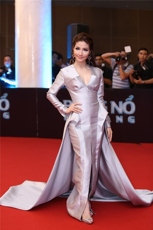9 thảm họa thời trang khó phai ở 'Đêm hội chân dài'
