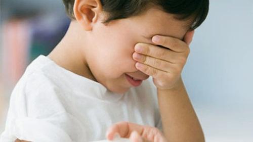 Bé 9 tuổi hay tiểu dầm khi ngủ
