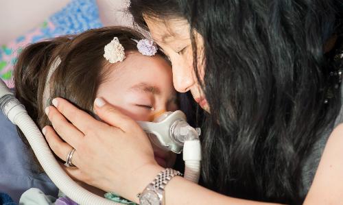 Bé gái 5 tuổi chọn cái chết để thoát khỏi bệnh tật