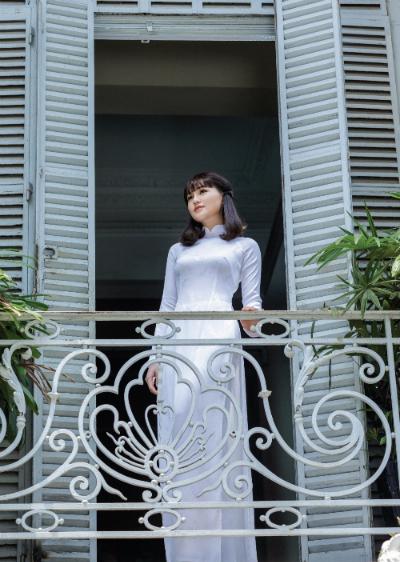 BST áo dài nữ sinh trang nhã phong cách châu Âu của Thái Tuấn