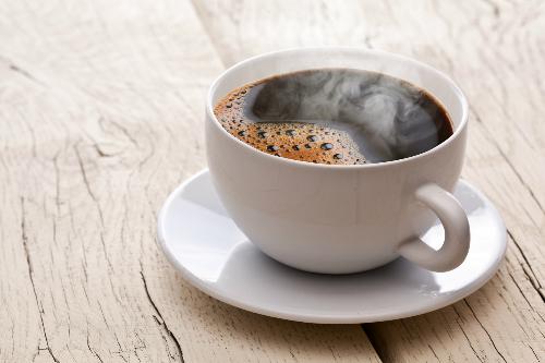 Cẩn thận bị ung thư nếu uống cà phê quá nóng