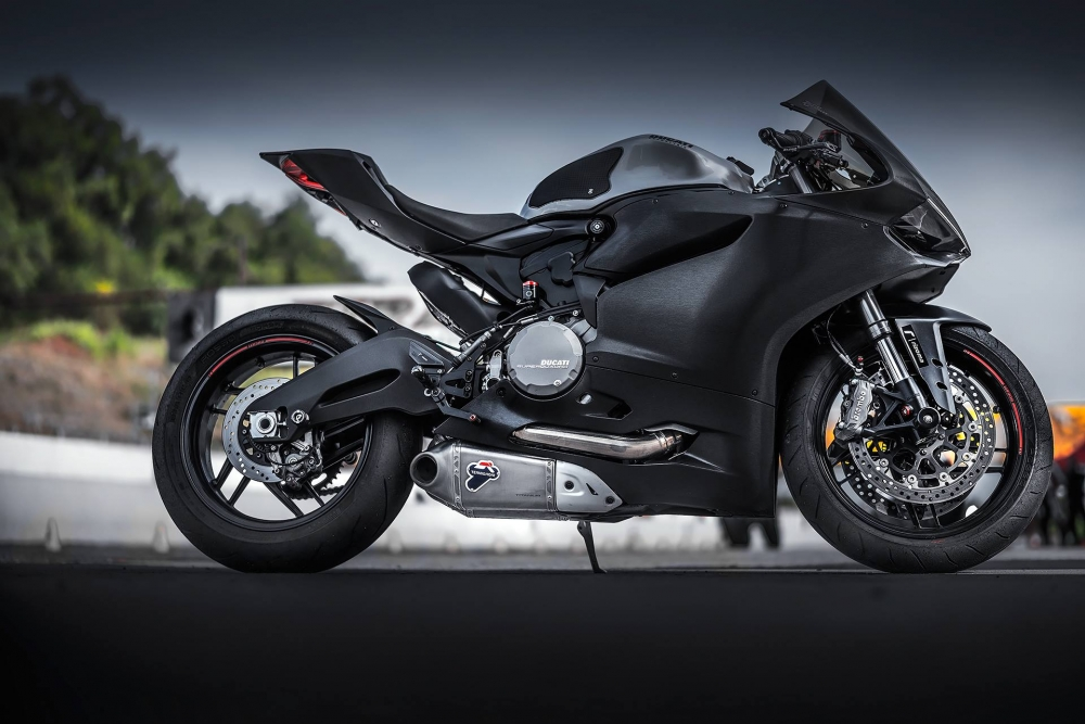Ducati 899 Panigale nhôm xước huyền ảo và chất chơi