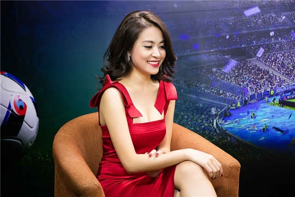 Ngắm trọn gu thời trang của Hoàng Thùy Linh trong 24 giờ