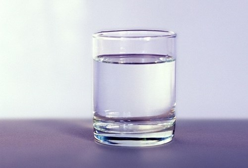 Nguy hiểm ung thư vì uống nước đun sôi để nguội lâu ngày?