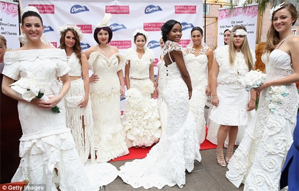 Những váy cưới lộng lẫy được làm tự chất liệu 'lạ'